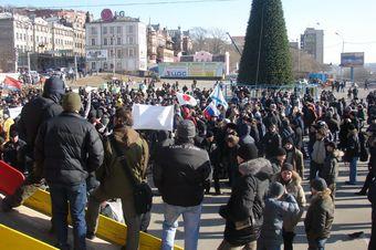Акция протеста против повышения пошлин на иномарки во Владивостоке.