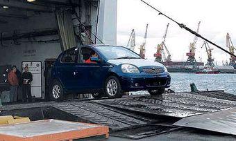 Таможенный пост «Морской порт Владивосток» без объяснения причин прекратил таможенное оформление ввозимых иномарок.