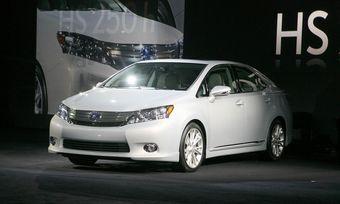 В США на Детройтском автосалоне прошла премьера новой модели Lexus HS 250h.