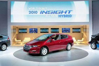 Новый гибридный автомобиль Honda Insight представлен на Детройтском автомобильном салоне.