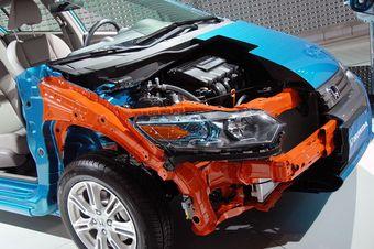Honda Insight. Оранжевым цветом разработчик отмечает, что кузов выполнен из прочных материалов.