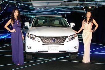 В Японии прошла премьера нового поколения кроссоверов Lexus серии RX.