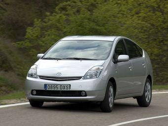 Гибрид Toyota Prius второго поколения не будет снят с производства и станет доступнее для покупателей.