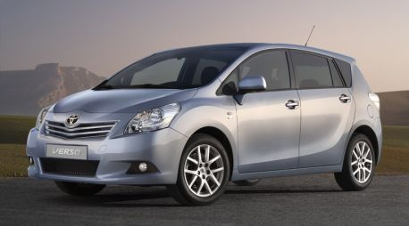 Опубликована первая фотография Toyota Corolla Verso нового поколения
