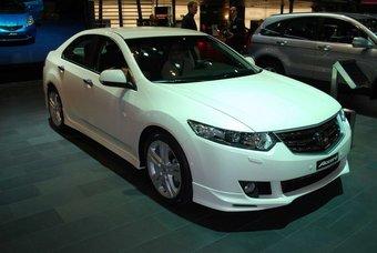 Японские автопроизводители Женевский автосалон не пропустили, но вот ярких премьер привезли не так много.