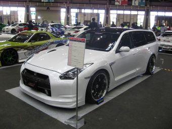 На автошоу в Японии был представлен универсал Nissan Stagea с передней частью от супер-кара GT-R.