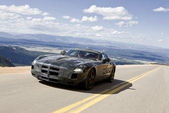 Компания Mercedes-Benz опубликовала общедоступную официальную информацию и изображения спорт-кара Mercedes-Benz SLS AMG Gullwing.