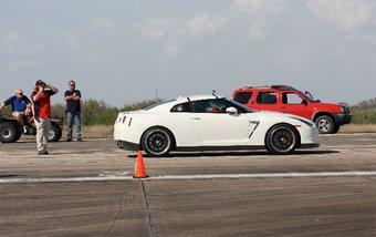 Американцы затюнинговали Nissan GT-R, разогнали его до 311,7 км/час и теперь уверяют, что это самый быстрый GT-R в мире.