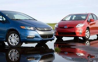 Скоро на рынке Японии начнутся продажи гибрида Toyota Prius третьего поколения. Модели Honda Insight придется потесниться.