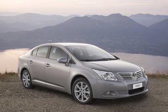 В России начинаются продажи нового поколения седана и универсала Toyota Avensis.