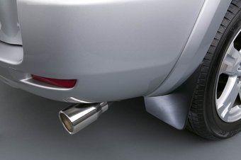 Вот эта декоративная накладка на глушитель стала причиной отзыва почти 40 тысяч кроссоверов Toyota Highlander.