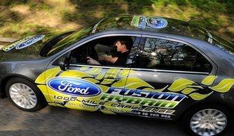 Автомобиль Ford Fusion Hybrid преодолел 1445,7мили (2326,6км) за 69 часов, его средний расход топлива составил 81,5 мили на галлон (2,9л на 100км).
