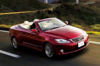 Бренд Lexus презентовал японцам кабриолет люксового класса.