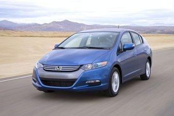 Первый полноценный современный гибридный автомобиль Honda занял лидирующее положение на рынке Японии.