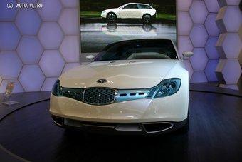 Subaru вновь возвращается к теме гибридных авто. На снимке показан концепт Subaru B5-TPH, представленный в 2005 году на Токийском моторшоу.