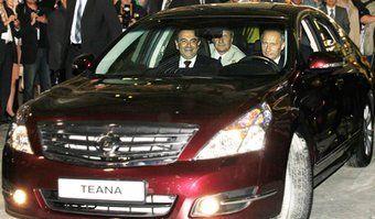 Премьер-министр России Владимир Путин и глава альянса Renault-Nissan Карлос Гон опробовали седан Nissan Teana российской сборки.