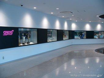 Subaru открыла в Токио выставку собственных достижений в области автоспорта и тюнинга.