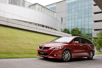 Модельный ряд Honda Stream пополнился новой модификацией RST.