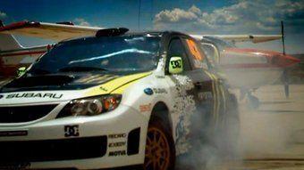 Мощная Impreza WRX STI, аэропорт, самолеты, гравий, пыль, трюки на мотоцикле и многое другое можно увидеть в новом сюжете передачи Top Gear.