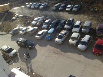 Российские автолюбители все больше предпочитают ставить машины под домом, нежели платить за стоянку.