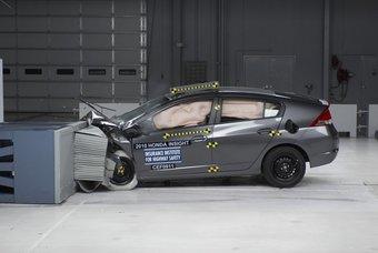 Honda Insight получил максимальную оценку по результатом краш-тестов.