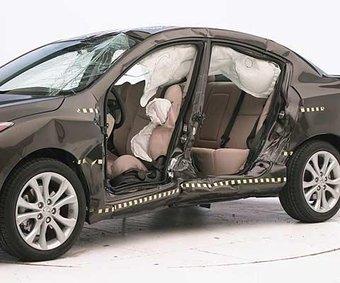 Новая Mazda3 прошла тест на боковой удар лучше, чем модель первого поколения.