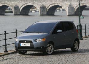 Mitsubishi начинает продажи обновленной модели Colt в России