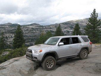 На снимке самый внедорожный вариант модели Toyota 4Runner — комплектация Trail.