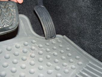 Неправильные коврики стали причиной глобального отзыва машин марок Toyota и Lexus.