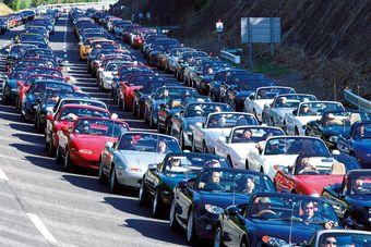 В праздничном параде Mazda Roadster приняло участие более 1,6 тыс. машин.