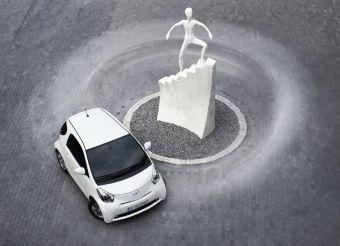 Toyota iQ официально продается в России.