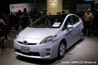 """Toyota Prius получил титул """"Автомобиль года в Японии""""."""