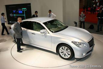 Гибридная версия нового поколения Nissan Fuga появится уже в следующем году. На фото: Nissan Fuga Hybrid с Токийского автосалона 2009.