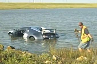 Процесс эвакуации Bugatti Veyron из воды.
