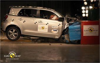 Toyota Urban Cruiser на краш-тесте.