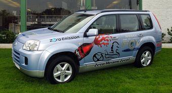 Этот X-Trail FCV продвигает сразу два бренда: безвредные для окружающей среды автомобили Zero Emissions и напиток Coca-Cola Zero.