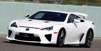 Состоятельные японцы раскупили все супер-кары Lexus LFA.
