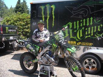 Мотоциклист Райан Кэйпс установил новый рекорд прыжка на мотоцикле.