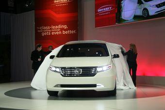 Honda представила в Чикаго концепт нового поколения американской версии минивэна Odyssey.