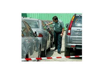 Таможенные процедуры вновь усложняют жизнь автолюбителей.