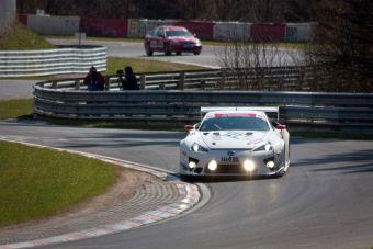 Трековый болид Lexus LFA на трассе Нюрбургринг.