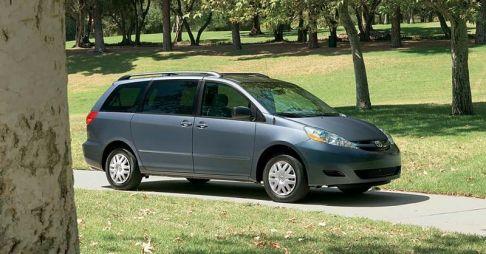 Toyota отзывает 870тысяч минивэнов Sienna из-за крепления запасного колеса