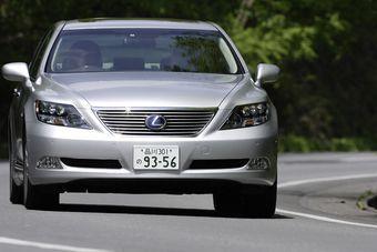 Lexus будет отзывать флагманский седан LS из-за неполадок в системе рулевого управления