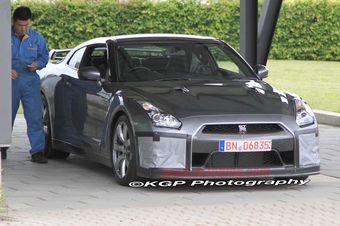 Nissan разрабатывает небольшой рестайлинг для суперкара GT-R.