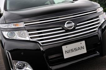 Nissan Elgrand нового поколения прошел первые тесты у лучших японских автожурналистов. Через пару месяцев начнутся продажи модели.