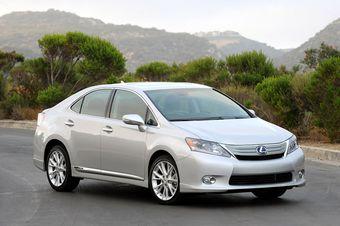 Lexus ищет способ сделать гибрид HS 250h более безопасным.