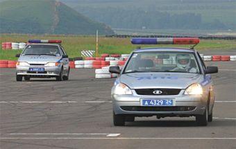 Победителями автогонок среди экипажей ДПС на «Красном кольце» стали красноярцы.