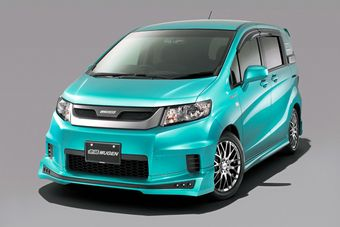 Mugen плодотворно поработал над внешним видом Honda Freed Spike.