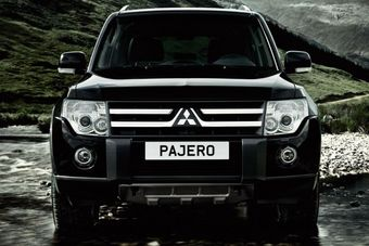Легендарный японский внедорожник MMC Pajero стал немного доступнее. Теперь цены на автомобиль стартуют с отметки 1 429 000 рублей.