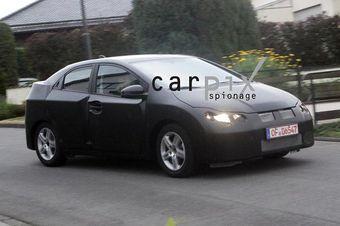 Тестовый образец Honda Civic нового поколения на дорогах Европы.